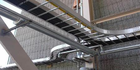 Thang máng cáp có nhiệm vụ đưa dẫn hệ thống đường dây cáp điện hoặc cáp mạng